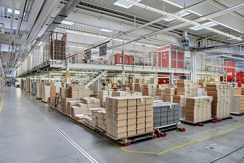 Industria del legno e mobili scaffali ohra gmbh for Industria mobili
